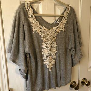 Express shirt with beautiful appliqué detail